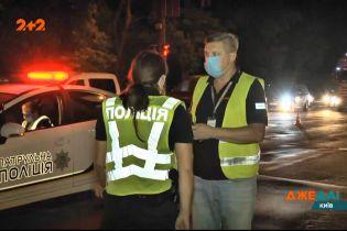 В ночном Киеве мужчина перебегал трассу и попал под колеса фуры