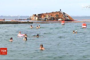 """Государство забрало себе право поднять танкер """"Делфи"""" с мели одесского пляжа"""