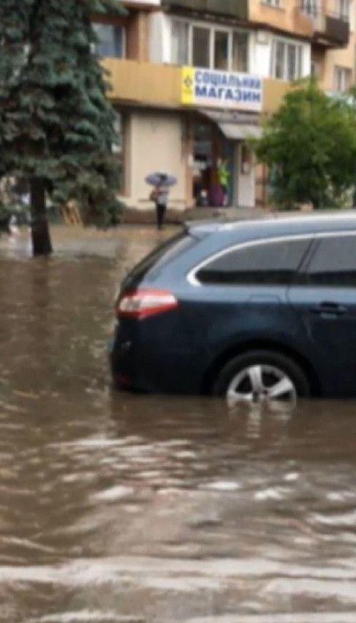 Вода в больших городах: мощный ливень натворил бед на западе Украины