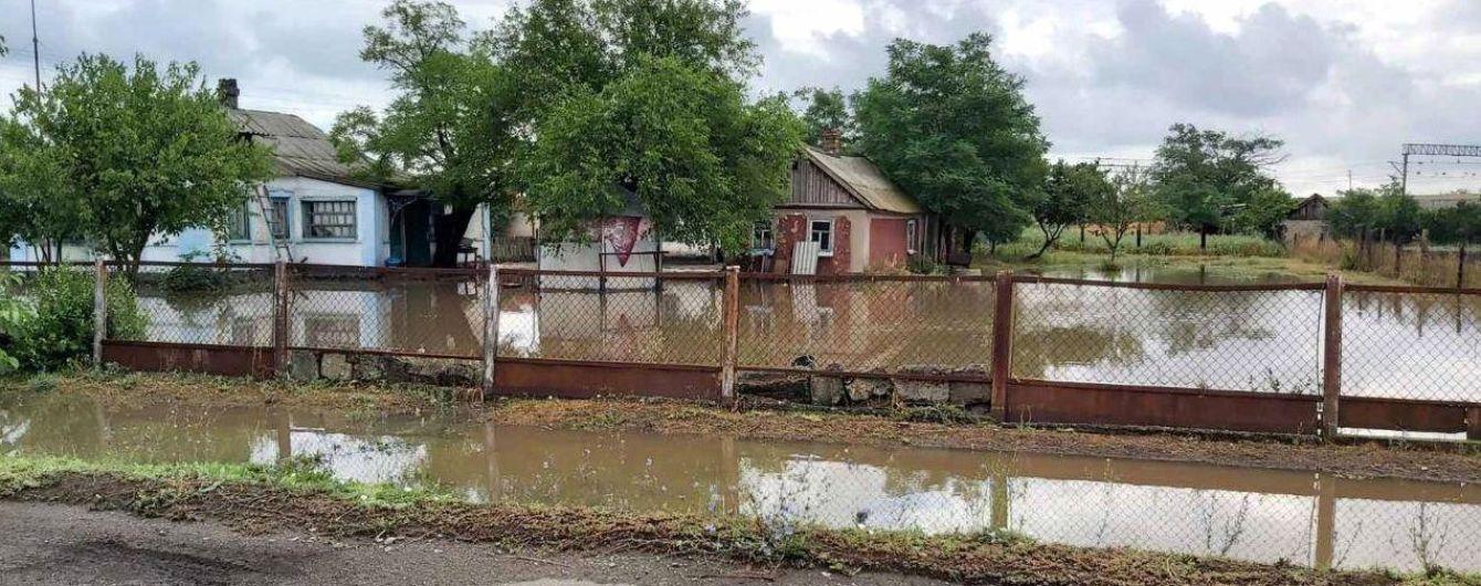 Мощный ливень затопил село в Херсонской области: в воде дворы и дома людей