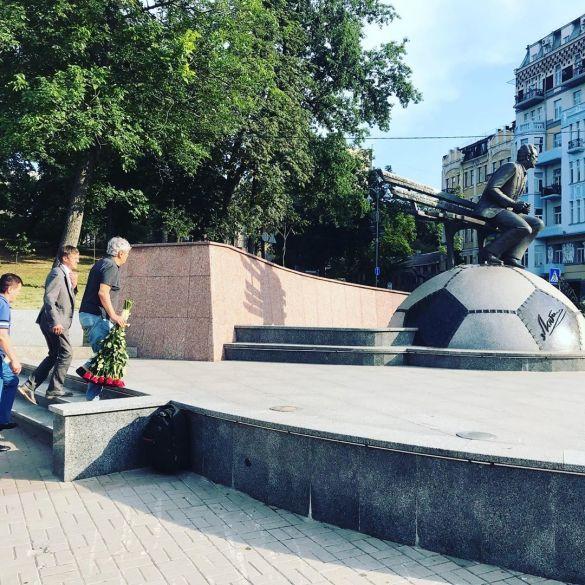 Луческу поклав квіти до пам'ятника Лобановському_1