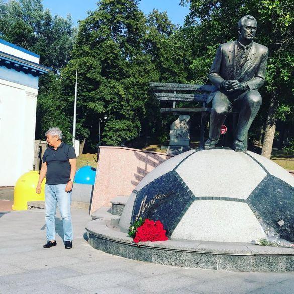 Луческу поклав квіти до пам'ятника Лобановському_3