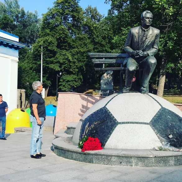 Луческу поклав квіти до пам'ятника Лобановському_2