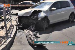 У центрі Києва сталась аварія, в результаті якої одного з водіїв госпіталізували