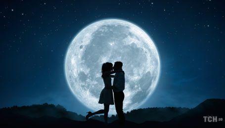 Каким знакам повезет в любви в октябре-2020