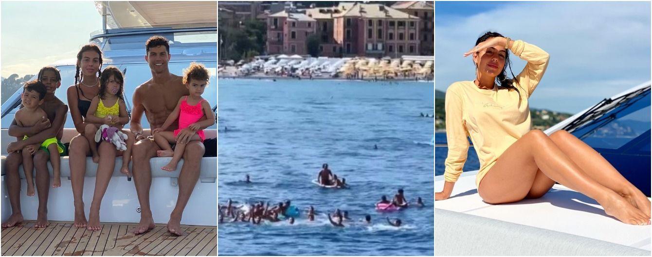 Яхту Роналду окружили фанаты: они плавали вблизи и пели песни Джорджине