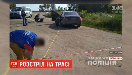 """Под Полтавой расстреляли черный """"Мерседес"""", один человек убит"""