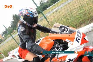 Без чого мотоцикліст не може сісти на свій байк