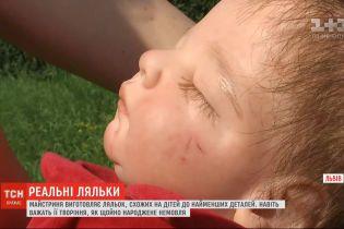 Мастерица из Львовской области изготавливает уникальные куклы, до мелочей похожи на живых младенцев