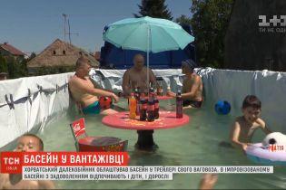 Хорватский дальнобойщик обустроил бассейн в трейлере своего грузовика