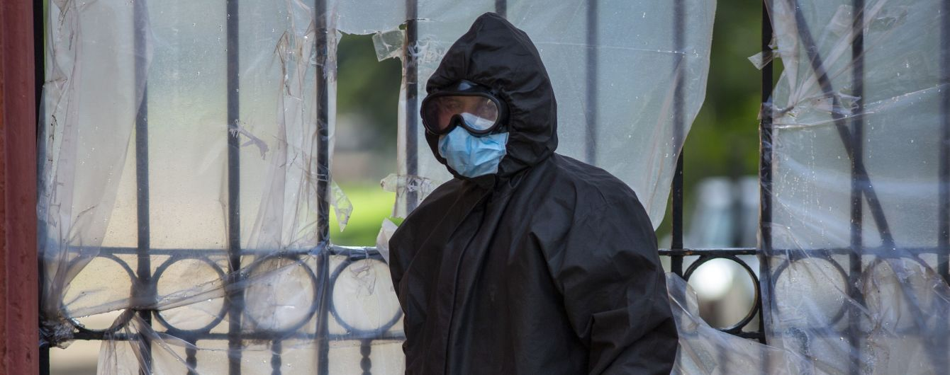 В Украине зафиксировали рекорд заболеваемости коронавирусом: за сутки почти 1200 случаев