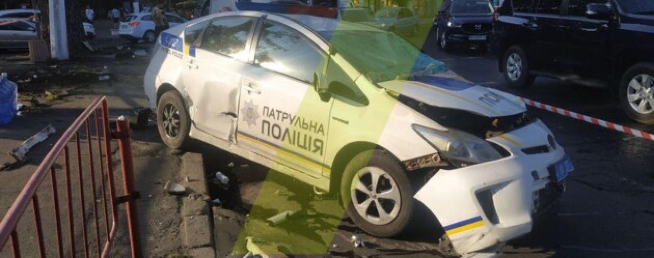 В Одессе автомобиль патрульных попал в аварию с микроавтобусом: есть пострадавшие