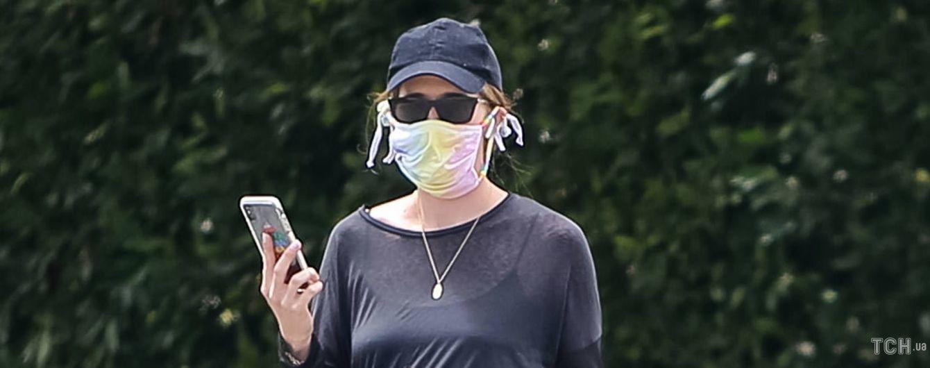 Скоро в роддом: беременная Кэтрин Шварценеггер вышла на прогулку