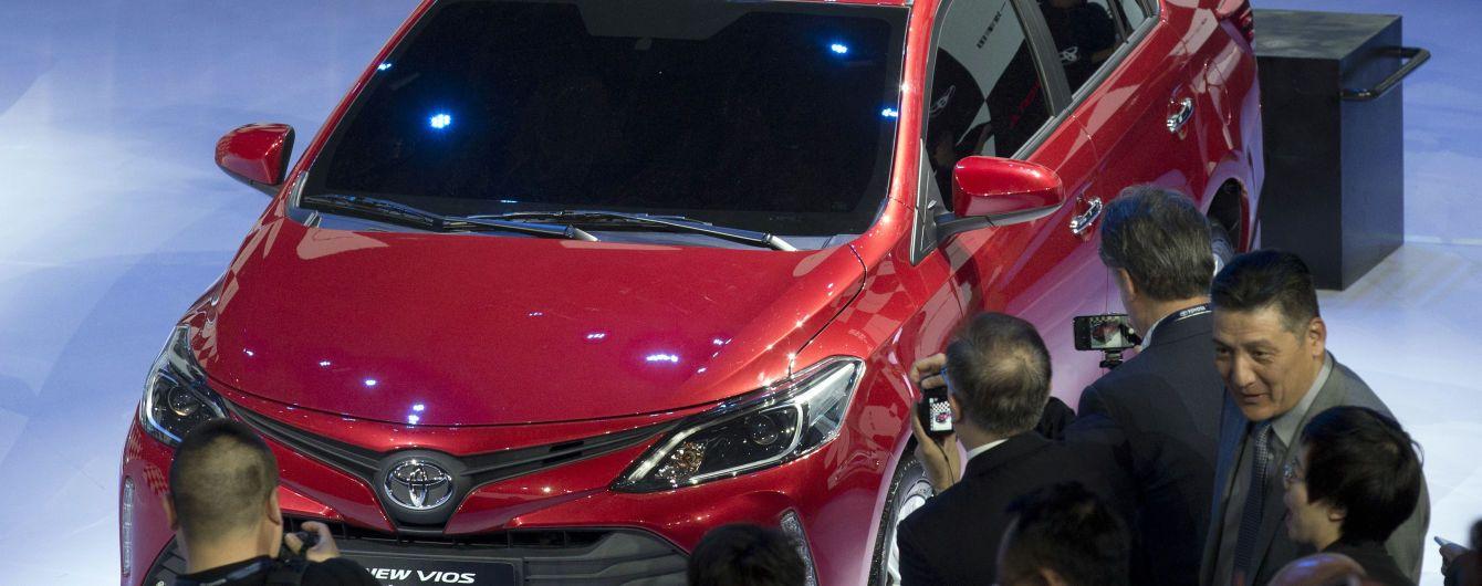 Toyota официально представила обновленную Yaris
