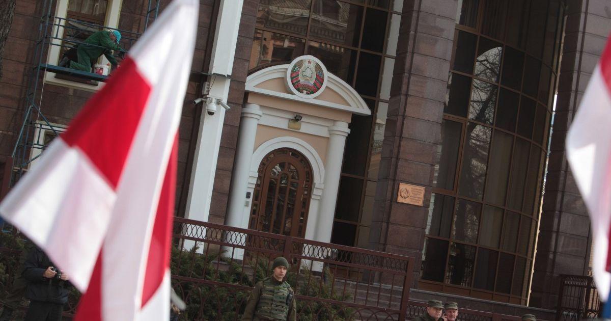 """Україна відкликала свого посла з Білорусі через """"неприпустимі дії Мінська"""""""