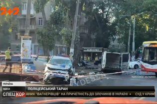 В Одессе авто полиции на перекрестке врезалось в обычный автомобиль