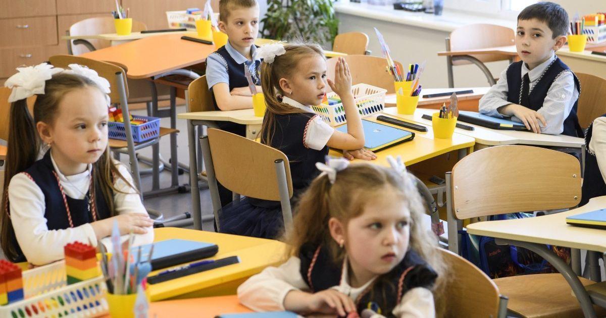 У шести навчальних закладах Тернопільської області майже третина вчителів захворіли на COVID-19