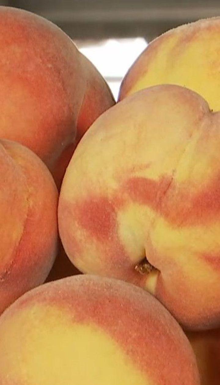 Сезон персиков в Украине: сколько стоят в этом году отечественные и зарубежные фрукты