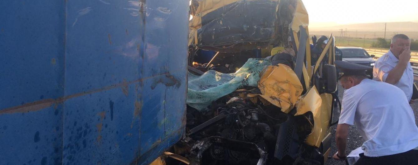 В оккупированном Крыму в страшном ДТП с микроатобусом и грузовиком погибли восемь человек