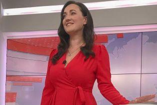 Розкрила секрет: Соломія Вітвіцька показала, в якому взутті вона сидить під час ефіру