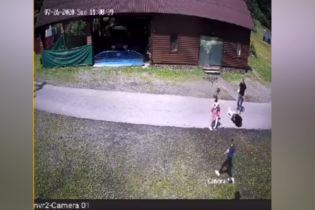 На Закарпатье мужчина избил 12-летнюю девочку, которая сбила его на велосипеде