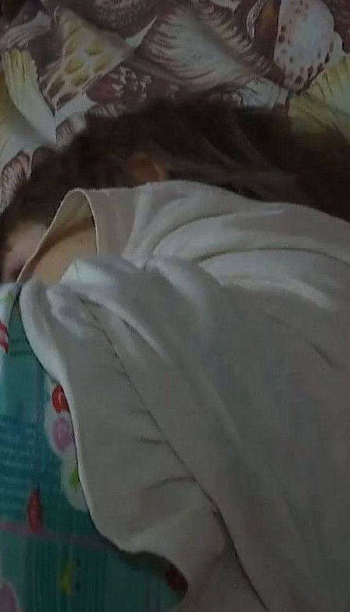 Синя дитина: рідна мати побила однорічну дівчинку