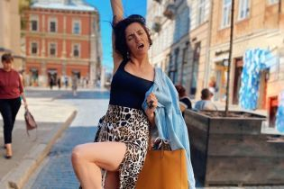 Поїхала до Львова: Оля Цибульська у леопардовій спідниці з розрізом показала свої ноги