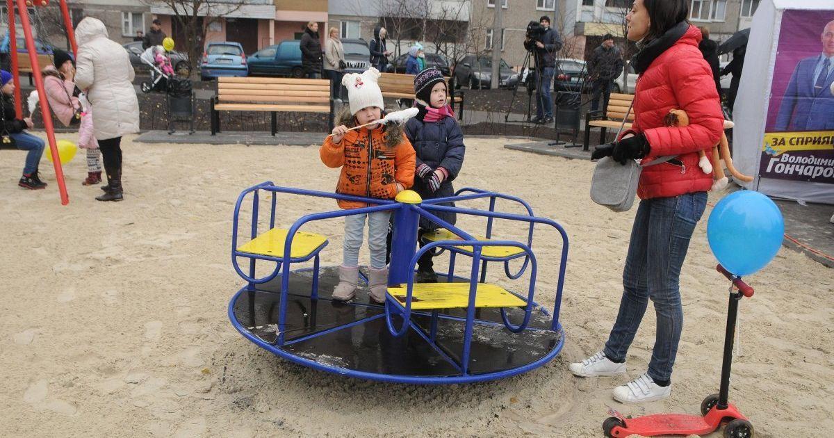 В Кременчуге 11-летний мальчик получил двойной перелом, когда катался на карусели