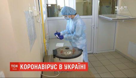 Коронавирус в Украине: за сутки зафиксировали почти 1000 новых случаев