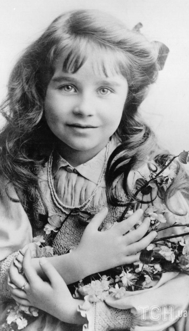 Єлизавета Боуз-Лайон в дитинстві