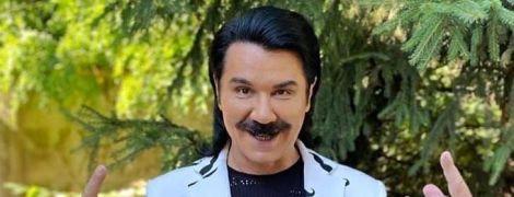 В пиджаке с усами: Павел Зибров похвастался стильной обновкой