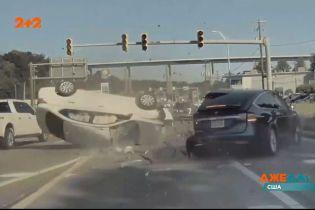 У США чоловік задрімав за кермом і влетів в інший автомобіль