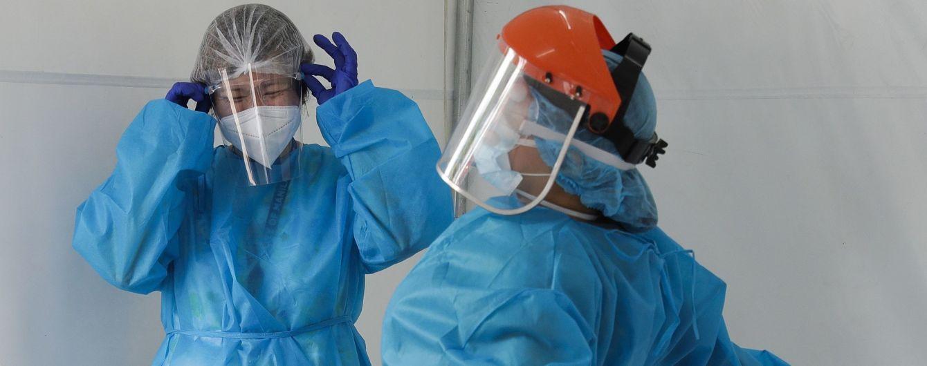 В Україні стрімко зросла смертність від коронавірусу: летальні випадки зафіксували у 12 областях