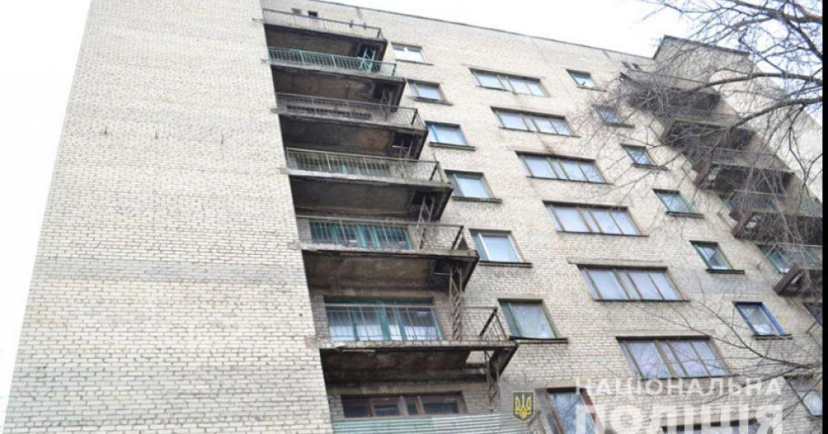 В Ровно мужчина выпал из окна восьмого этажа
