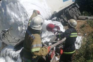 В Полтавской области 20-тонный грузовик с нефтью слетел с дороги