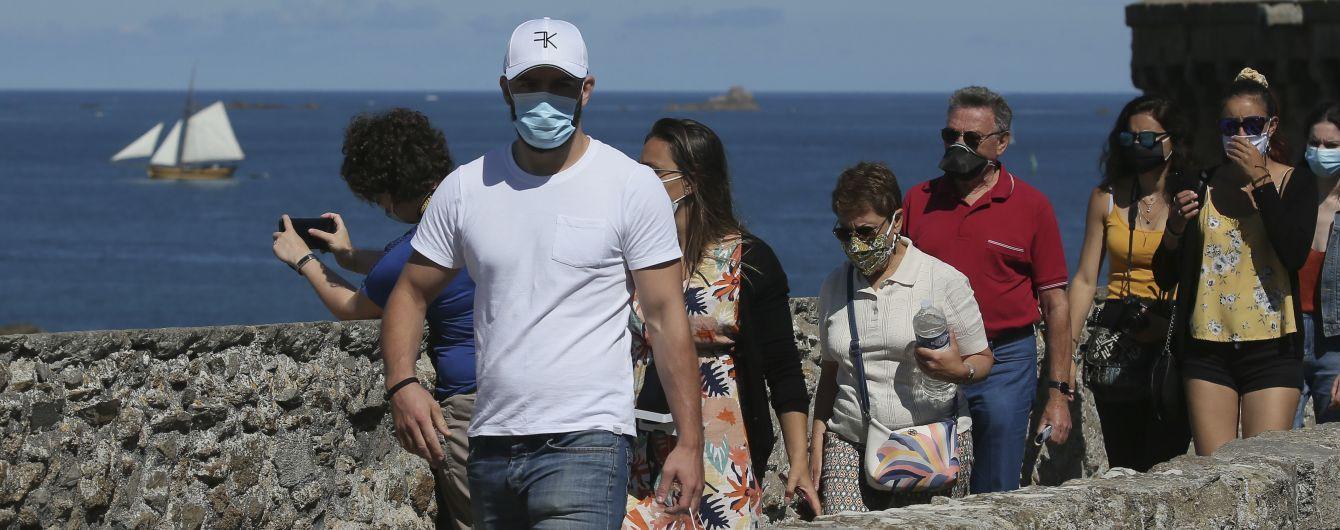 У Франції невідомі побили чоловіка за прохання надягнути захисну маску