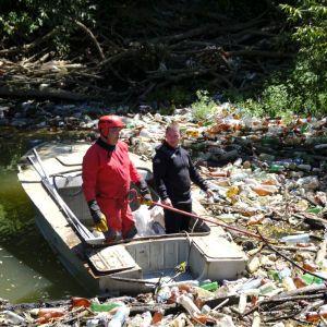 110 кубометров мусора вытащили из реки Боржава на Закарпатье: появилось фото