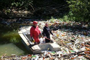 110 кубометрів сміття витягнули з річки Боржава на Закарпатті: з'явилось фото