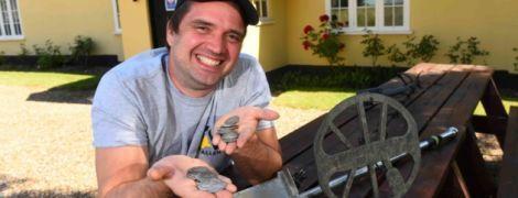 У Британії друзі знайшли біля бару стародавні скарби