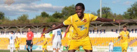 Темношкірий футболіст українського клубу оформив дубль і отримав від партнерів банан