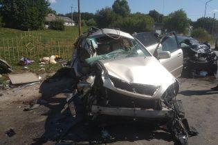 Під Києвом сталася масштабна ДТП: рятувальники вирізали з авто п'ятьох постраждалих