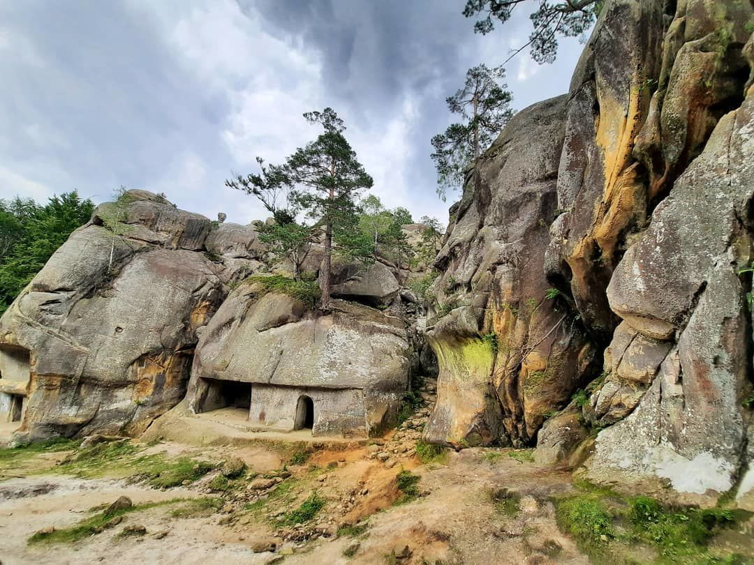 скелі довбуша 2
