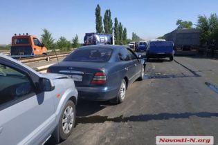 Вблизи Николаева авария с 9 авто заблокировала движение по трассе