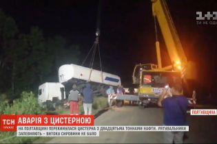 В Полтавской области перевернулся грузовик с нефтью