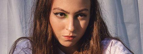 15-річна донька Олі Полякової у мініспідниці продемонструвала, як позувати на тлі простирадла
