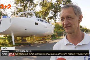 Во Львовской области мужчина сам смастерил спортивную яхту