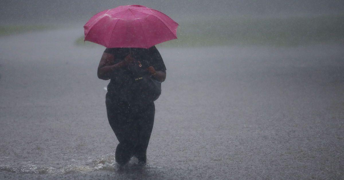 На Прикарпаття суне гроза і град: оголошено штормове попередження