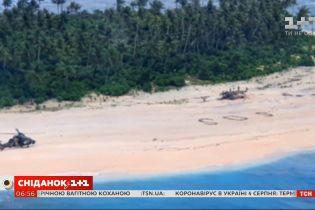 SOS на песке: как трое моряков спаслись на необитаемом острове посреди Тихого океана
