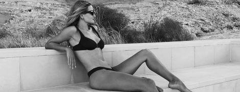 Ах, какая фигура: Рози Хантингтон-Уайтли показала фото в купальнике