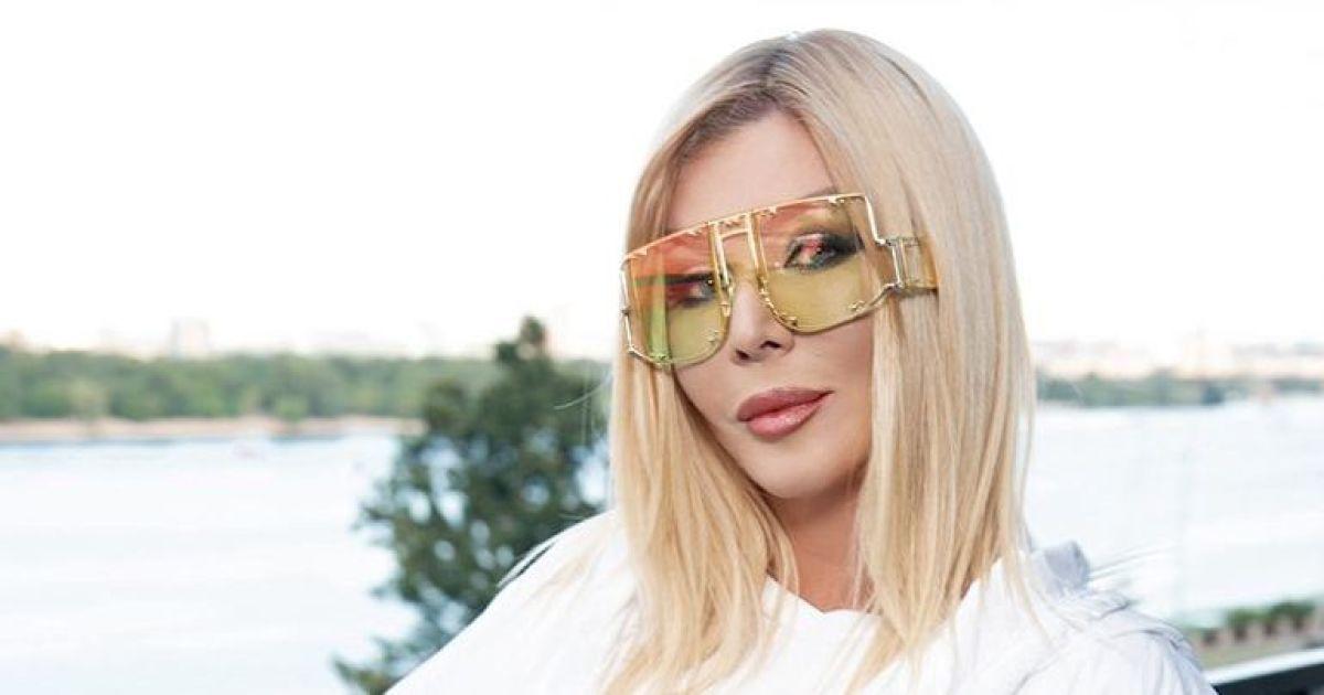 В белоснежном наряде и в больших очках: Ирина Билык на вечеринке